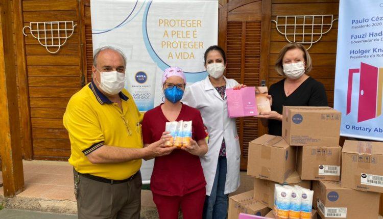 Barbacena:  Pacientes recebem doações de protetor solar